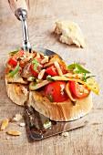 Kräuterseitling-Bruschetta auf Pfannenwender
