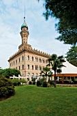 Außenansicht, Villa Crespi, Hotel maurisch, verziert, Minarett, Garten