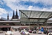 Köln, Kölner Dom, Hauptbahnhof, Parkplatz, Autos
