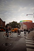 Aarhus, Kunstmuseum Aros, Straßenszene, Verkehr, Straße