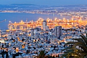 Israel, Haifa, Mittelmeer, Hafen, Blick vom Berg Carmel, abends, Licht