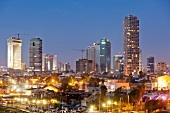 Israel, Tel Aviv, Stadtteil Neve Tzedek, Skyline, abends