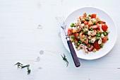 Abnehmen, Tomatensalat mit Erbsen und Garnelen