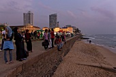 Sri Lanka, Colombo, Galle Face Green Promenade, Indischer Ozean, abends