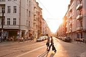 Berlin, Friedrichshain, Wühlischstr. Abendsonne, Gegenlicht
