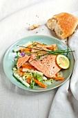 Abnehmen to go, Lachs mit Schnittlauch-Gemüse