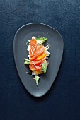 Marinated salmon sashimi on orange rice and chicory (Japan)