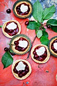 Almond tartlets with cherries