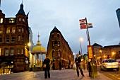 Nordirland, Hauptstadt Belfast, abends am Victoria Square