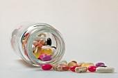 viele Tabletten, Pillen, Kapseln, Dragees