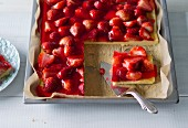 Baking with stevia: strawberry tray bake cake