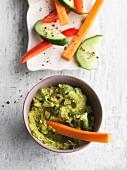 Brokkolidip mit Gemüsesticks