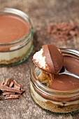 Chocolate banoffee pies with grated chocolate