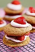 Whoopie pies with strawberries