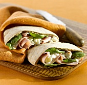 Stuffed pitta bread with ham and spinach