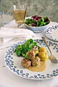 Meatballs with potatoes and dill sauce