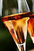Rosé champagne in glasses (close-up)