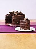 Angeschnittene Schokoladentorte