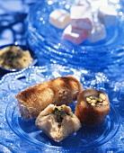 Engelshaarrollen & gefüllte Teigtäschchen (Griechenland)