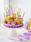 Cupcake-Torte mit Kerzen