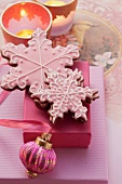Star-shaped Christmas biscuits as a gift