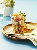Ceviche mit Shrimps, dazu Tortillachips