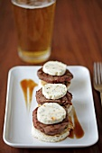 Mini burgers with herb butter and beer