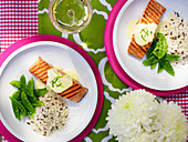 Grilled salmon fillet with lemongrass hollandaise