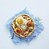 An egg pie with Parma ham and tomatoes
