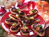 Bruschetta mit Olivencreme (weihnachtlich)