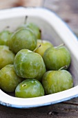 A bowl of greengages