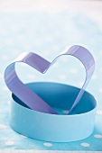 Zwei Plätzchenausstecher: Rund & in Herzform