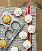 Ginger muffins with vanilla cream