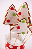 Gingerbread Christmas trees with chocolate buttons