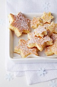 Sponge cake stars dusted with icing sugar