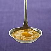 Kelle mit Möhren-Orangen-Sauce
