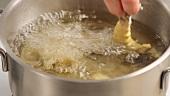 Garnelen im Backteig frittiern