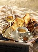 Panettone e caffè (yeast cake with espresso, Italy)