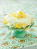 A lemon curd cake