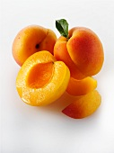 Whole apricots, apricot halves and apricot slices