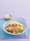 Pad Thai (gebratene Reisnudeln, Thailand) mit Gemüse & Garnelen