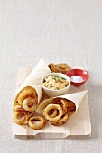 Fried onion rings with dip