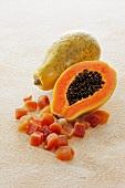 Papaya, frisch und getrocknet
