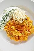 Altwiener Backfleisch mit Meerrettich und Gurkensalat (Spezialität der Wiener Küche)