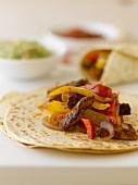 Fajita mit Rindfleisch, Paprika und Zwiebeln (Mexiko)