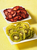 Dried strawberries and kiwis
