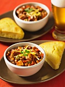 Chilli con carne with cornbread and beer