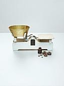Nostalgische Küchenwaage mit Gewichten