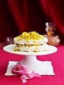 Baiserkuchen mit Mango und Passionfrucht
