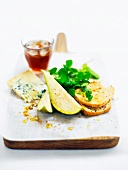 Stilton cheese with pears, salad and bread